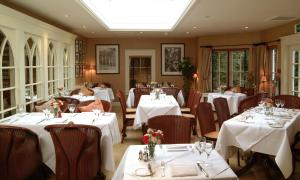 A restaurant or other place to eat at The Royal Hotel