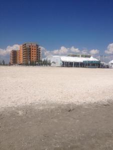O plajă de la sau din apropierea acestui apartament