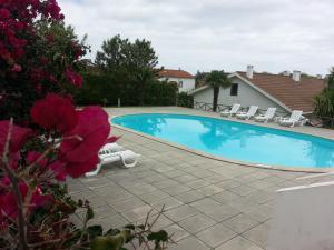 Het zwembad bij of vlak bij Apartamentos Turisticos Nossa Senhora Da Estrela