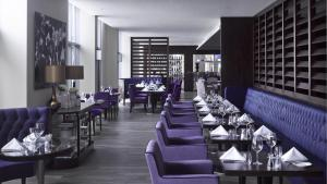 A restaurant or other place to eat at Radisson Blu Waterfront Hotel, Jersey