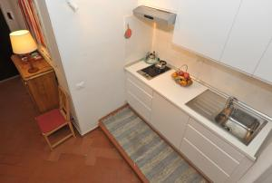 A kitchen or kitchenette at Florence Rental