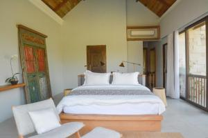 A bed or beds in a room at Villa Lumia Bali