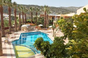 Θέα της πισίνας από το Latania Apartments ή από εκεί κοντά