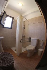 A bathroom at Eve Pissouri Soultanina Villa
