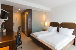 A bed or beds in a room at ACHAT Hotel Corbin München Airport