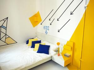 A bed or beds in a room at Box61 Art Concept Flat