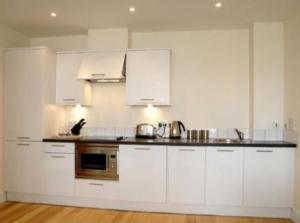 A kitchen or kitchenette at Reading Serviced Apartments