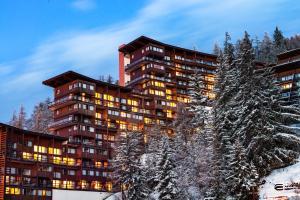 Lagrange Vacances Le Roc Belle Face during the winter