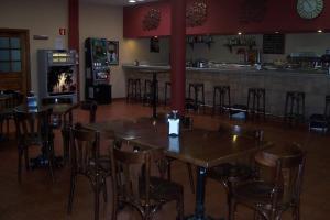 The lounge or bar area at Hotel Restaurante Los Prados