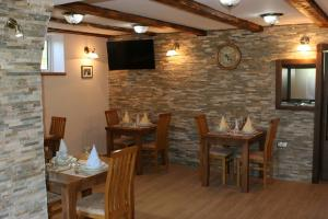 A restaurant or other place to eat at B&B Millenium House