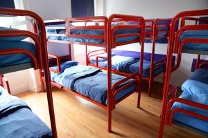 A bunk bed or bunk beds in a room at Sheilas Tourist Hostel