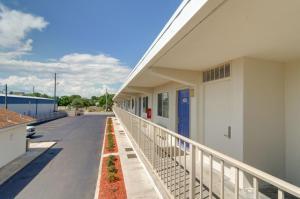 A balcony or terrace at Motel 6-Destin, FL