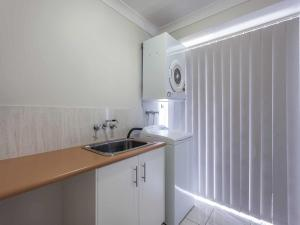 A kitchen or kitchenette at Annand Mews Apartments