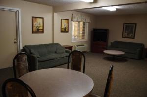 The lounge or bar area at Bella Vista Inn