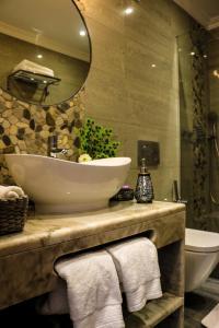A bathroom at The Birds Nest Luxury B&B