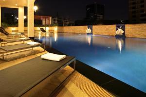 The swimming pool at or close to Bangkok Patio