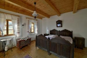 A bed or beds in a room at Hollóköves Vendégházak