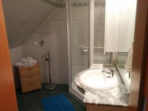 Ein Badezimmer in der Unterkunft Rebenlandhof
