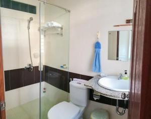 A bathroom at Sakura Hotel