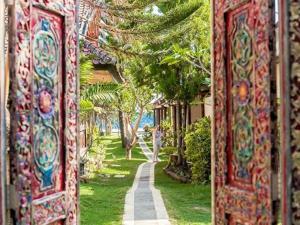 Een tuin van Relax Beach Resort Candidasa