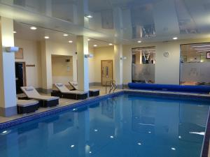 The swimming pool at or near Radisson Blu Waterfront Hotel, Jersey