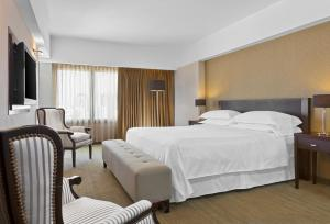 A bed or beds in a room at Libertador Hotel
