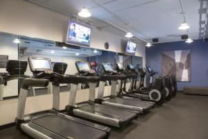 The fitness center and/or fitness facilities at Hotel Chicago Downtown, Autograph Collection