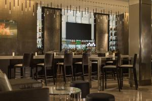 A restaurant or other place to eat at Hotel Chicago Downtown, Autograph Collection