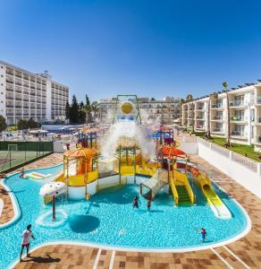 Parque acuático en el resort o alrededores