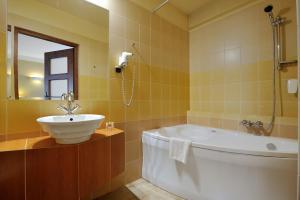 Salle de bains dans l'établissement Hotel Diament Vacanza Katowice - Siemianowice