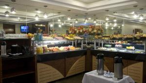 A restaurant or other place to eat at Hotel Rondônia Palace