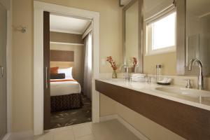 A bathroom at Hotel Abri Union Square