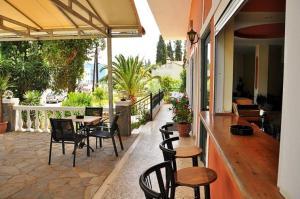 Restaurant ou autre lieu de restauration dans l'établissement Hotel Pyrros