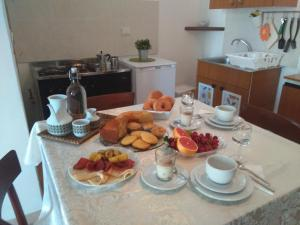 Breakfast options available to guests at Le Pietre Ricce B&B