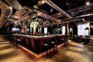 The lounge or bar area at pentahotel Paris Charles de Gaulle