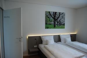 Ein Bett oder Betten in einem Zimmer der Unterkunft Rebgut