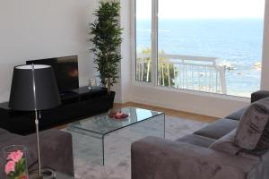 A television and/or entertainment center at OceanView Oporto Foz