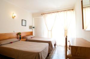 Postel nebo postele na pokoji v ubytování Hostal Montesol