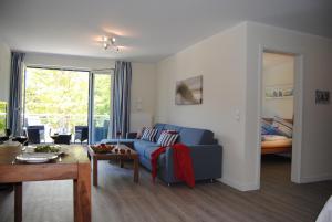 Ein Sitzbereich in der Unterkunft Ferienwohnung Blaubärstrand