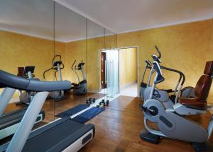 The fitness center and/or fitness facilities at Sheraton Essen Hotel