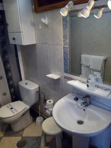 A bathroom at Apartamentos Los Aguacates