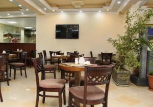 Addissinia Hotelにあるレストランまたは飲食店