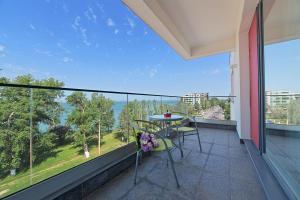 Un balcon sau o terasă la Tomis Garden Aparthotel