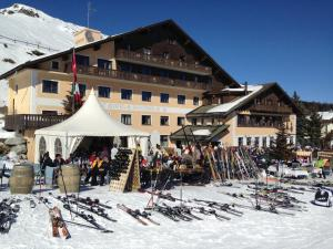 Hotel Salastrains during the winter