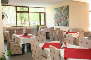 A restaurant or other place to eat at Interrum Hotel