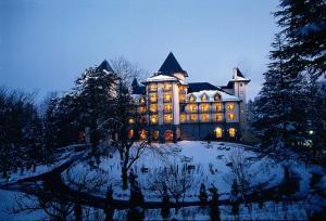 冬のWildflower Hall, An Oberoi Resort, Shimlaの様子