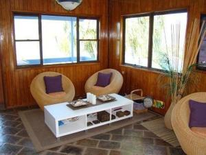 A seating area at Coral Point Lodge
