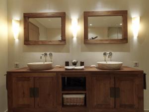Ein Badezimmer in der Unterkunft Ferienwohnung Chalet Camilla