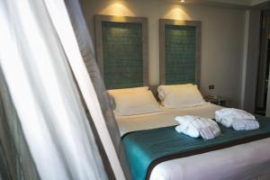 A bed or beds in a room at Yes Hotel Touring