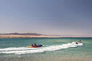 Пляж на території цей курортний готель або поблизу